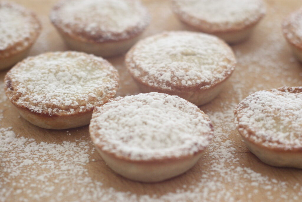 Mince pies - dusted
