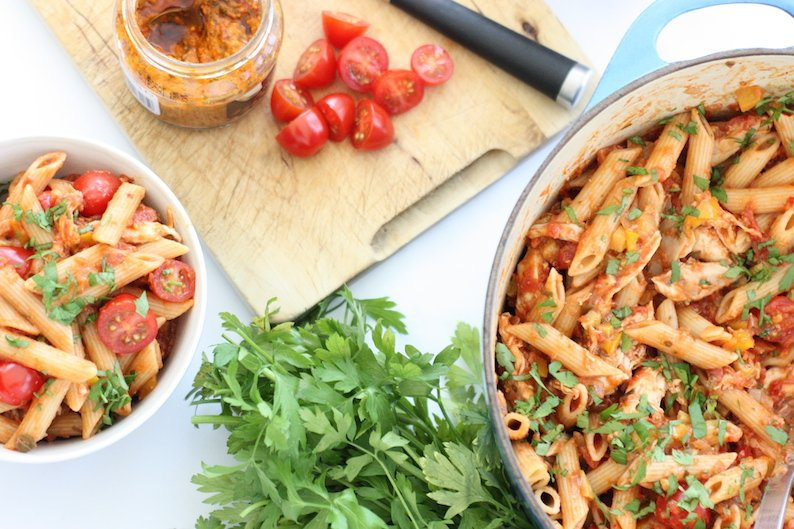 chicken-and-red-pesto-pasta-from-above