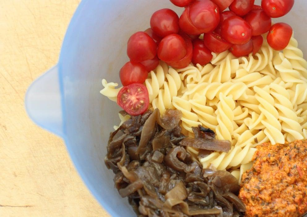 slowccoker-caramelised-onions-pasta