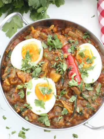 Tomato and Spinach Curry - There's a real depth of flavour to this vegetarian curry but it's deeply fragrant rather than deeply hot. It also happens to be super healthy and great for preparing ahead of time. And the eggs? A winner.