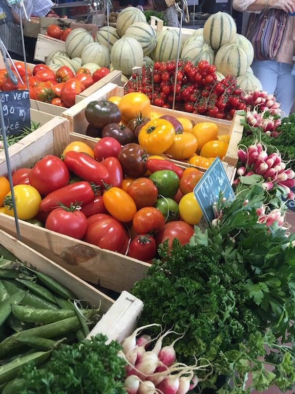 tomatoes-market
