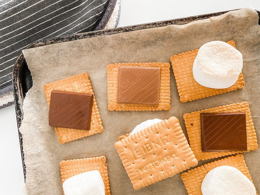 A tray with all the ingredients for Everyday Oven S'mores laid out and ready to sandwich