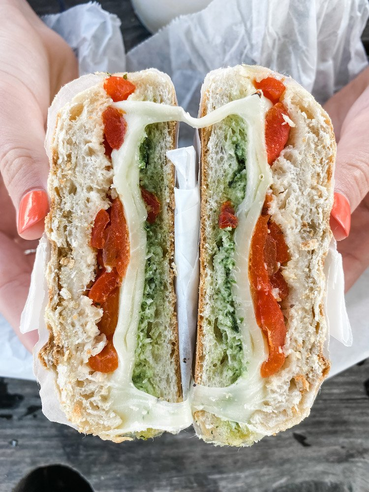 Toasted sandwich with mozarella, peppers and pesto